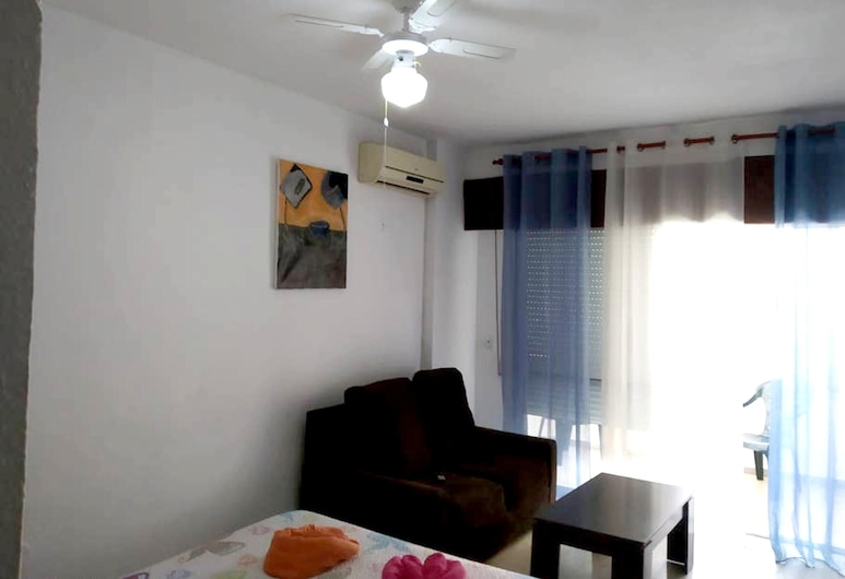 Studio in Torremolinos, With Balcony and Wifi, Torremolinos, Kamer