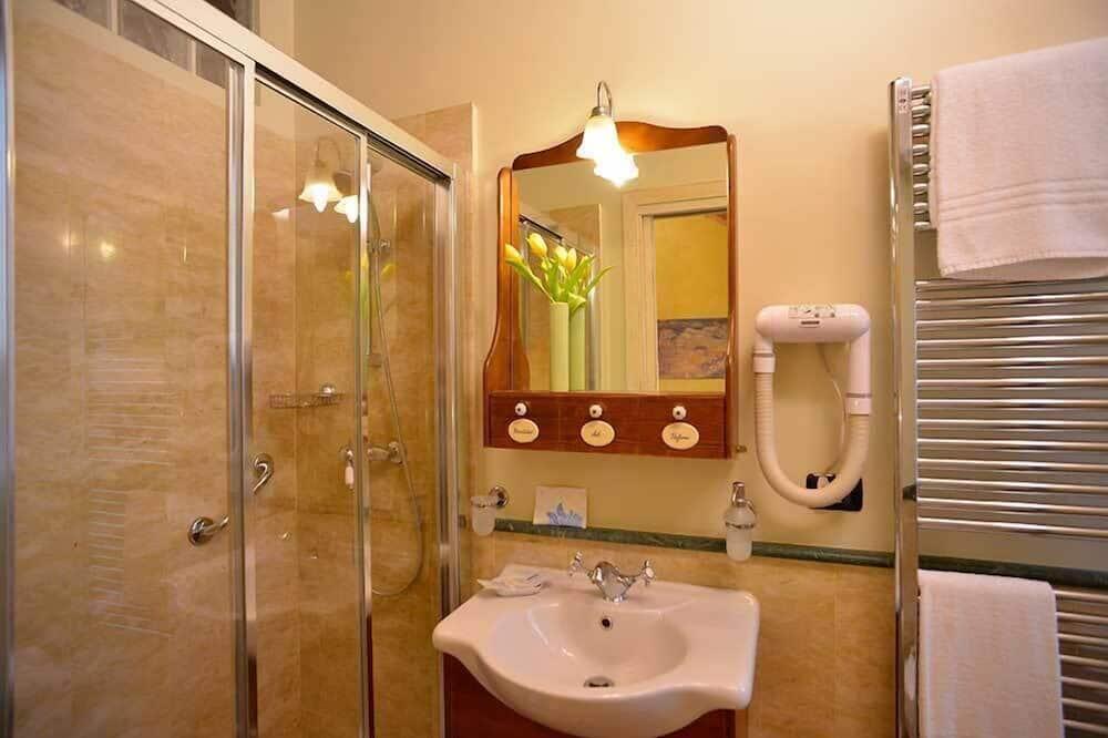 Double Room (Gialla) - Bathroom