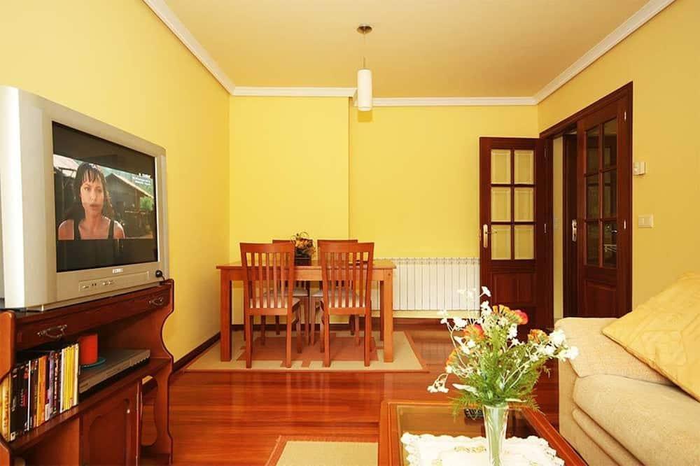 Perhehuoneisto, 3 makuuhuonetta, Näköala puutarhaan - Olohuone