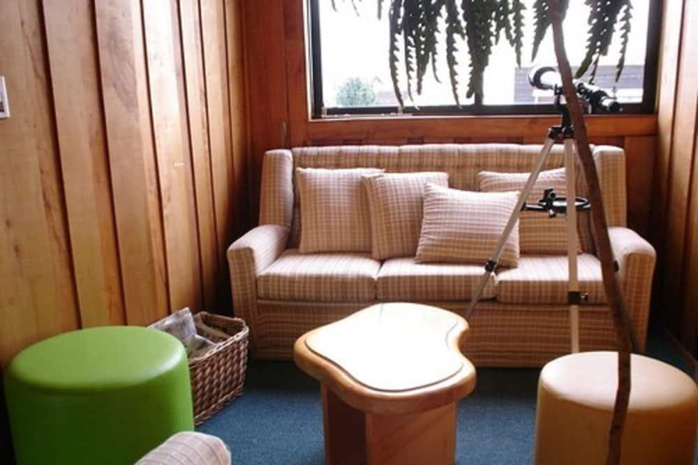 Comfort Room, 2 Twin Beds - Living Area