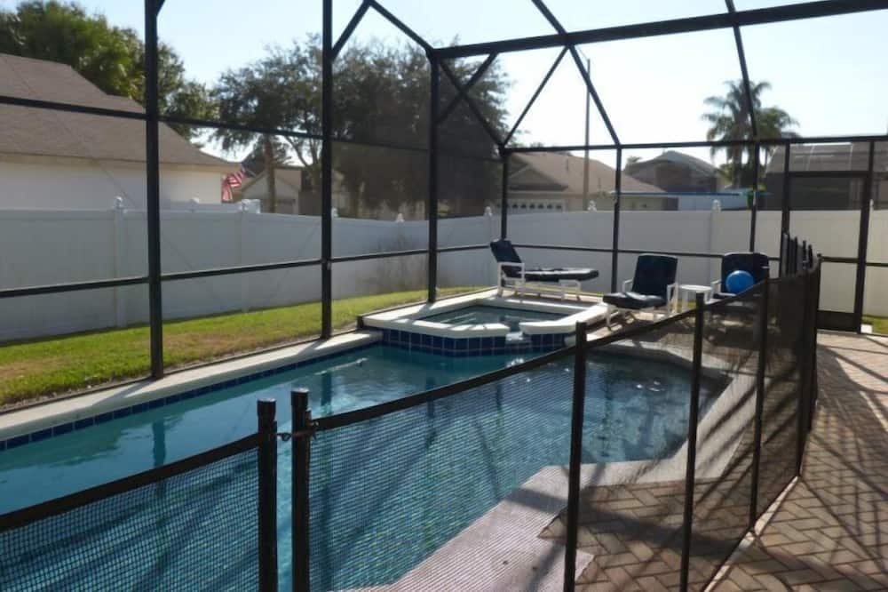 House - Outdoor Pool
