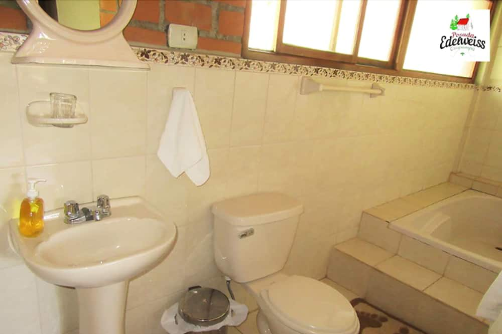 Номер-люкс категорії «Superior», з видом на сад - Ванна кімната