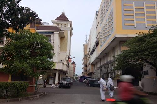 Book Hotel Syariah Mama Cengkareng In Jakarta Hotels Com