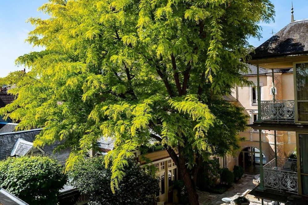 Deluxe Suite, Courtyard View - Garden View