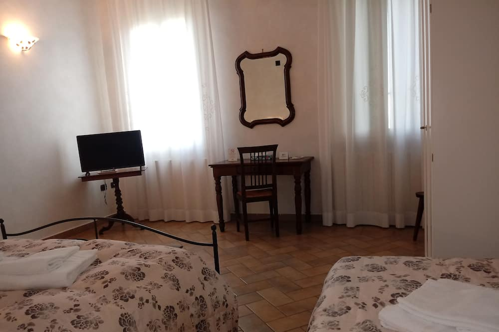 Standard Triple Room, Private Bathroom, Garden View (Acero) - Garden View