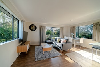 Picture of Glenfield Central Modern 1 Bdr Unit in Auckland