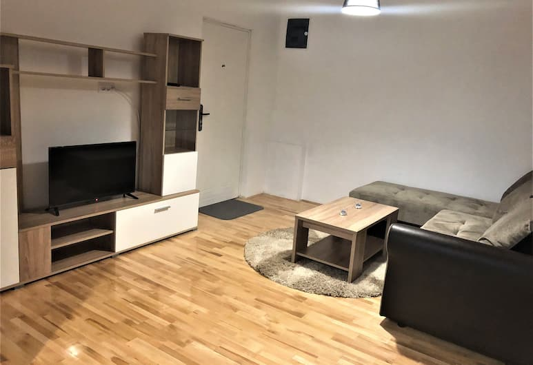 Airport Belgrade Rest Apartments Hotel, Belgrad, Deluxe-Vierbettzimmer, Wohnbereich