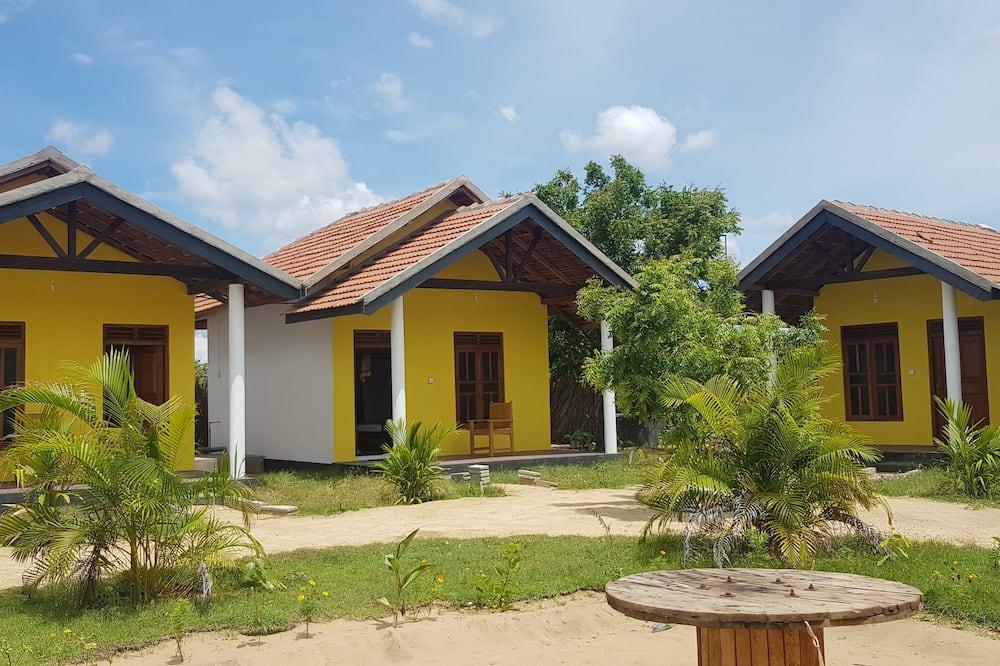 Comfort Triple Room, Multiple Beds, Beach View, Beachside - Living Room