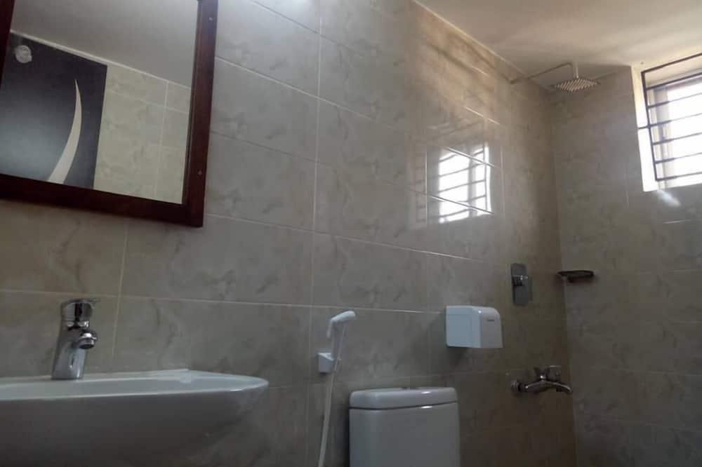 Liukso klasės kambarys, vaizdas į ežerą - Vonios kambarys