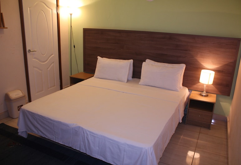 Football Hotel, Old-Yundum, Deluxe Double Room, Garden View, Guest Room View