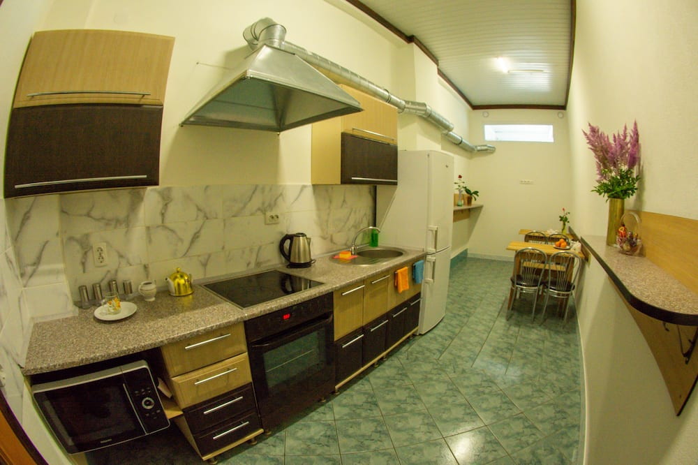 One Bed in 4 Bed Mixed Dormitory - Shared kitchen