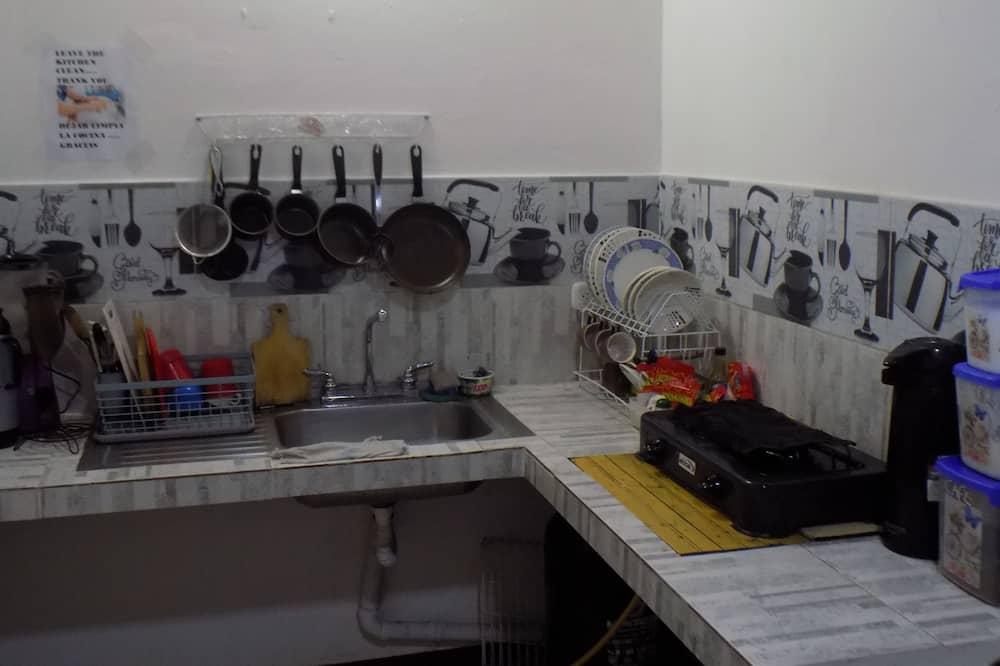 Phòng Tiêu chuẩn, 1 giường đôi, Phòng tắm dùng chung - Bếp chung