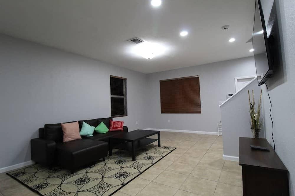 Ház, 5 hálószobával (3.5 Bathrooms - 28444) - Nappali rész