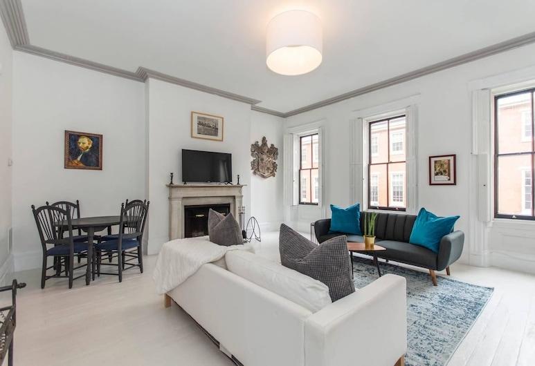 Rittenhouse Gem - One Bedroom w Patio and Parking, Philadelphia, Sala de Estar
