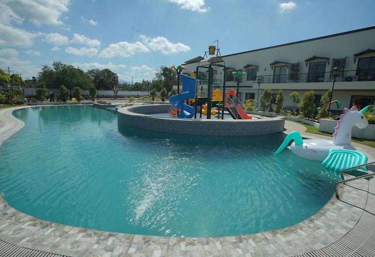 Segara Residencias, Olongapo, Superior Twin Room, Pool View, Resort view