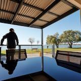 Hytte - udsigt til have - Altan