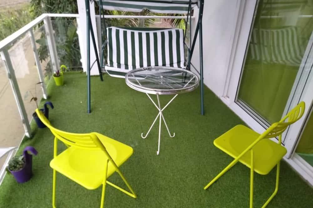 Designer Green Room - Balcony