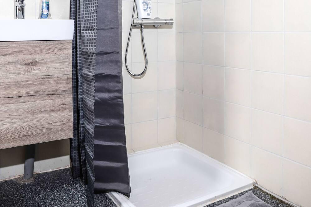 Apartmán - Sprcha v kúpeľni