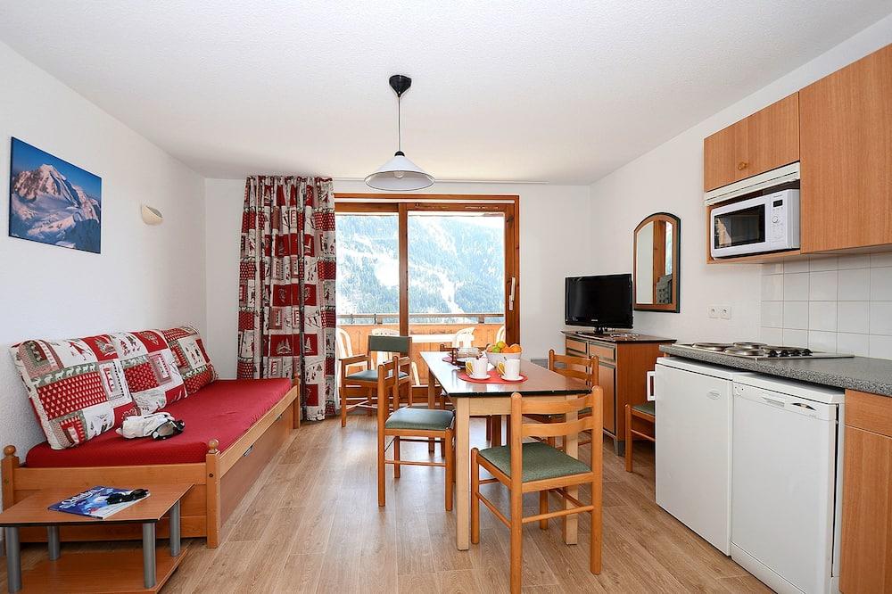 Studio (2/3 People) - Living Area