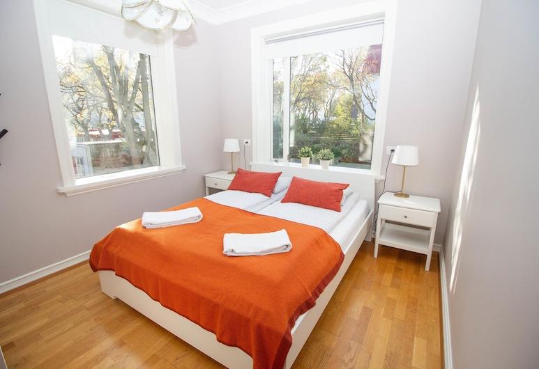 Seafarer Court-Sunny Reykjavík Apartment, Reykjavik, Apartment, Room