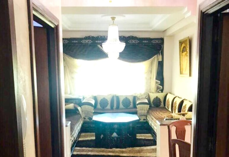 Apartment With 3 Bedrooms in Tanger, With Shared Pool, Furnished Garden and Wifi - 6 km From the Beach, Tánger, Sala de estar