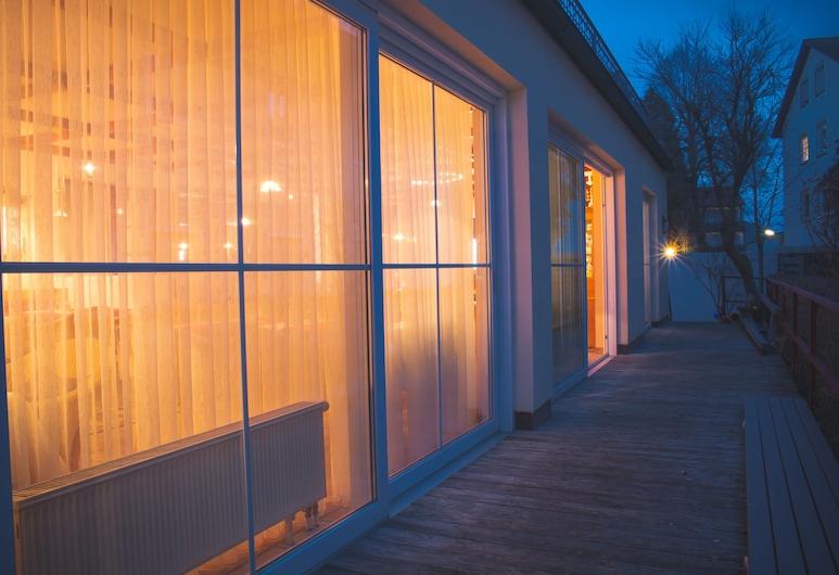 高山玫瑰飯店, 巴特沃里斯霍芬, 飯店入口 - 夜景