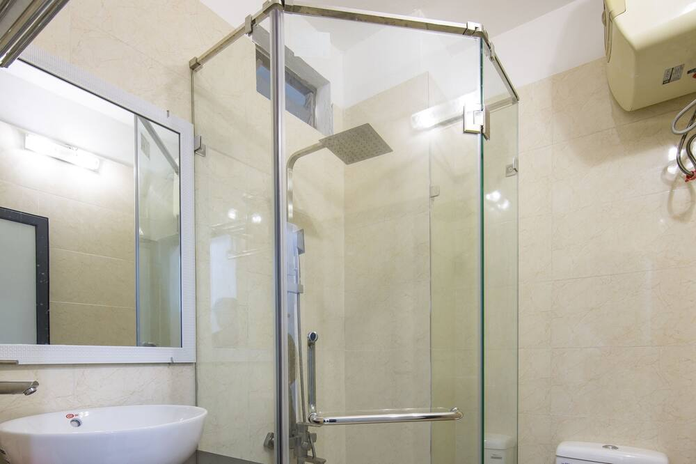 Deluxe Üç Kişilik Oda - Banyo