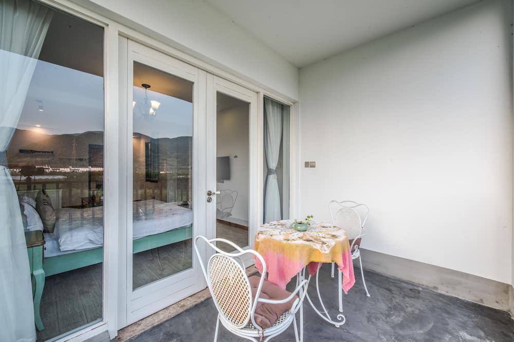 Deluxe Δίκλινο Δωμάτιο (Double), Θέα στο Βουνό - Θέα από το μπαλκόνι
