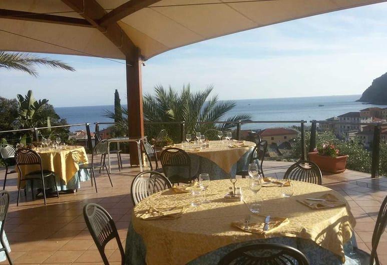 Villa Bardi, Sestri Levante, Restauration en terrasse