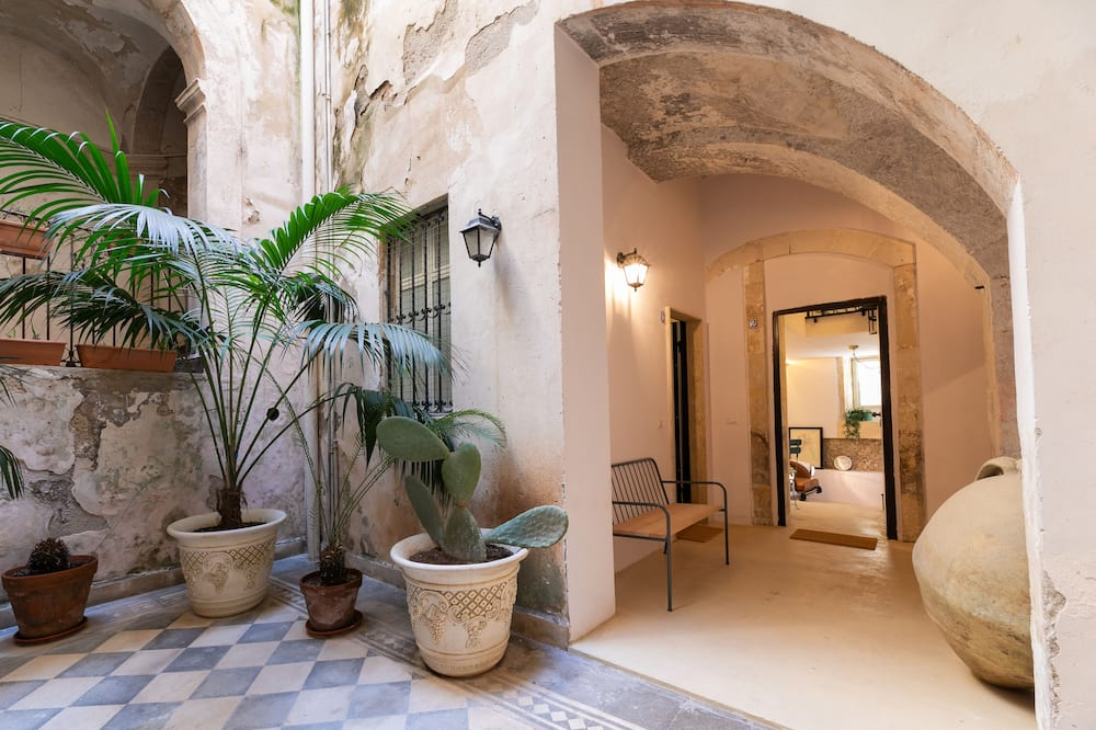 Exclusive Apartment, Ensuite, Courtyard View - Exterior