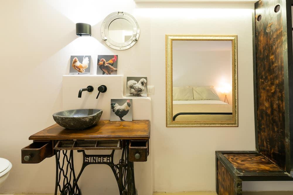 Exclusive Apartment, Ensuite, Courtyard View - Bathroom