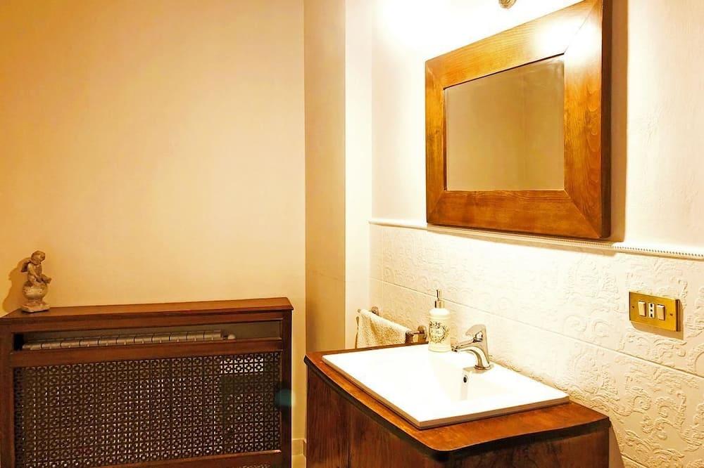 Junior Suite, Balcony - Bathroom Sink