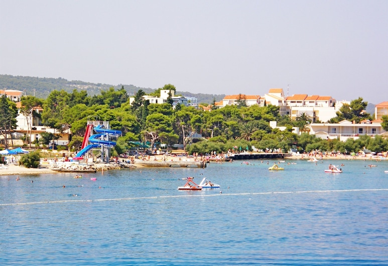 Apartments Silvana, Supetar, Beach