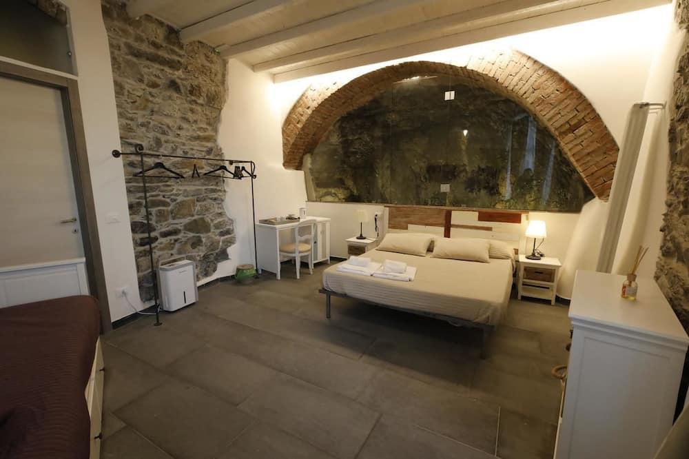 Quadruple Room (Cave) - Guest Room