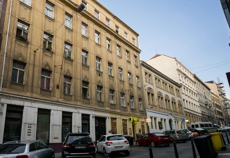 Black & White Apartment by Wenceslas Sq., Prag, Fassade der Unterkunft