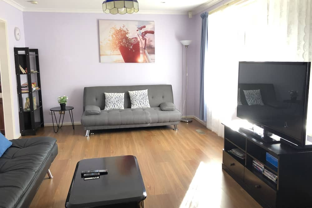 Basic House, 3 Bedrooms - Living Area