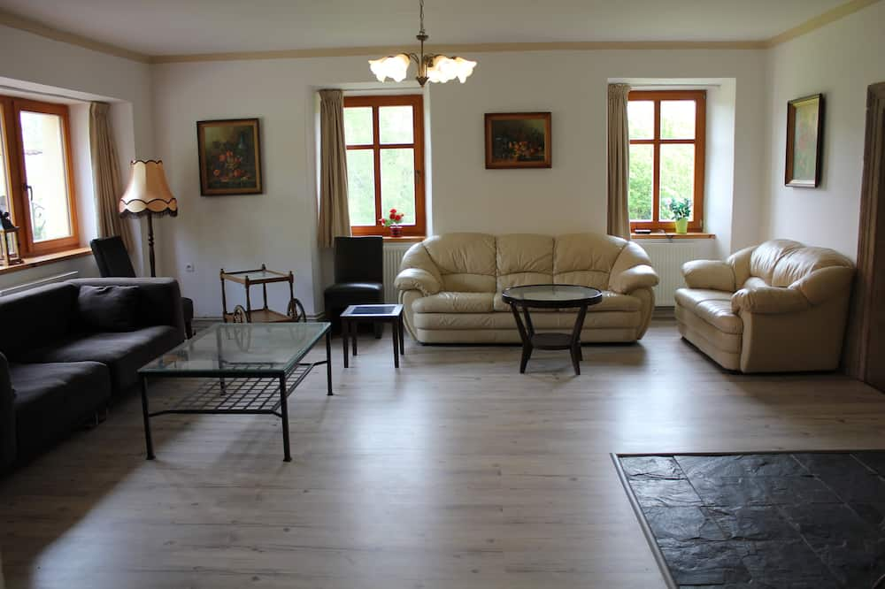 Cottage, 5 Bedrooms - Living Area