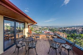 Tiflis bölgesindeki Sole Palace resmi