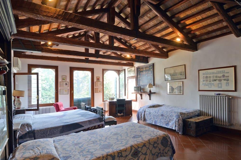 Neljän hengen huone, Makuuhuoneen yhteydessä oleva kylpyhuone (In Torretta) - Vierashuone