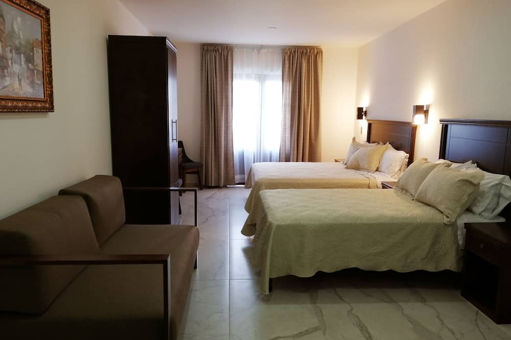 Double Room, 2 Double Beds, City View - 客室