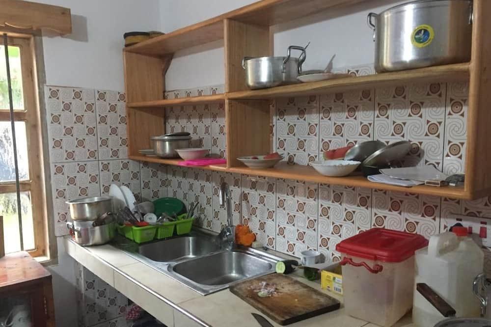 Kambarys (1 dvigulė / 2 viengulės lovos) su pagr. patogumais - Bendra virtuvė