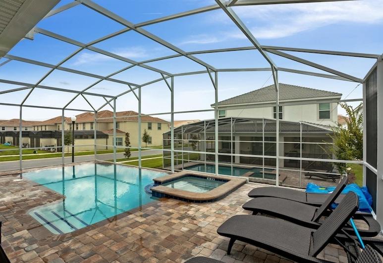 8BR ChampionsGate Pool Home w MTheater, Davenport, Piscina coperta