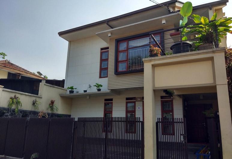 Rumah Tawa Guesthouse 2, Bandung