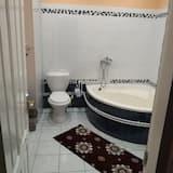 Standard Τρίκλινο Δωμάτιο, Θέα στην Πόλη - Μπάνιο