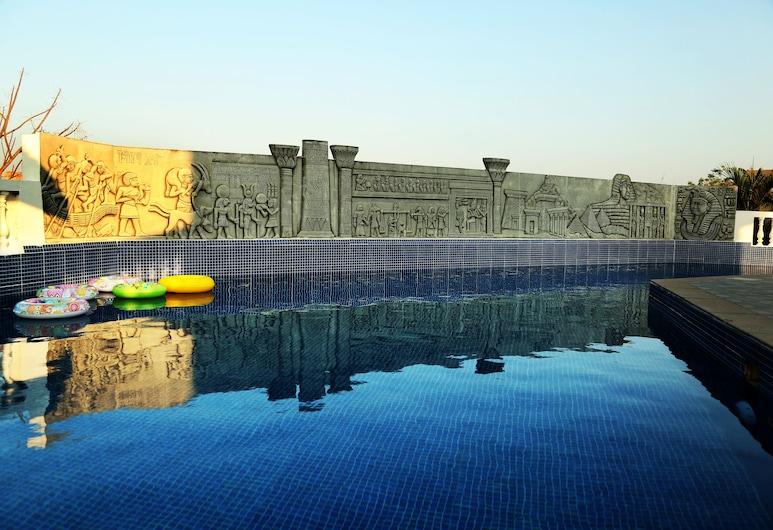 Peakland Hotels and Resorts, Chennai, Piscina