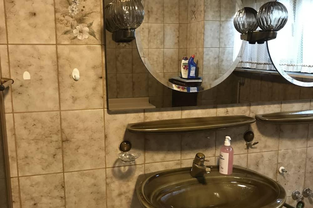Studija - Vonios kambario kriauklė