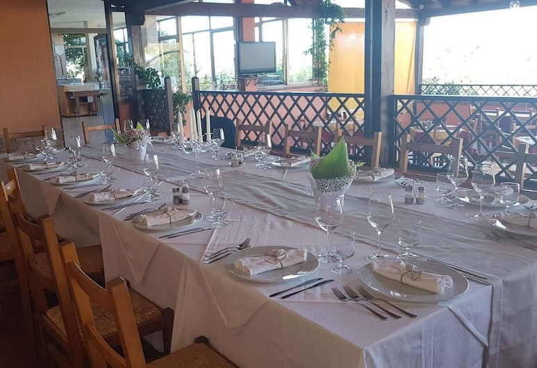Hotel La Vela, Valledoria, Stravovanie vonku