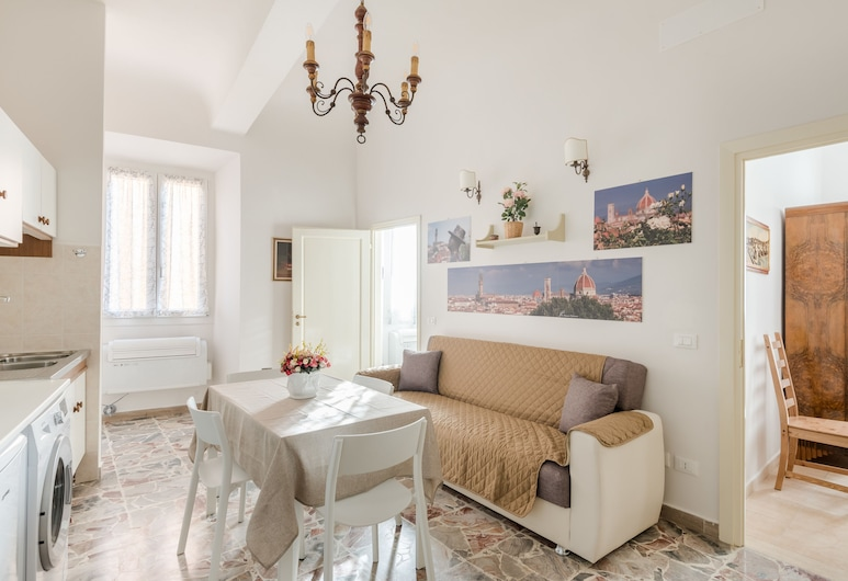 Le Grazie Apartments in Superb Location, Florence, Apartment, 2 Bedrooms (Grazie 2), Living Area