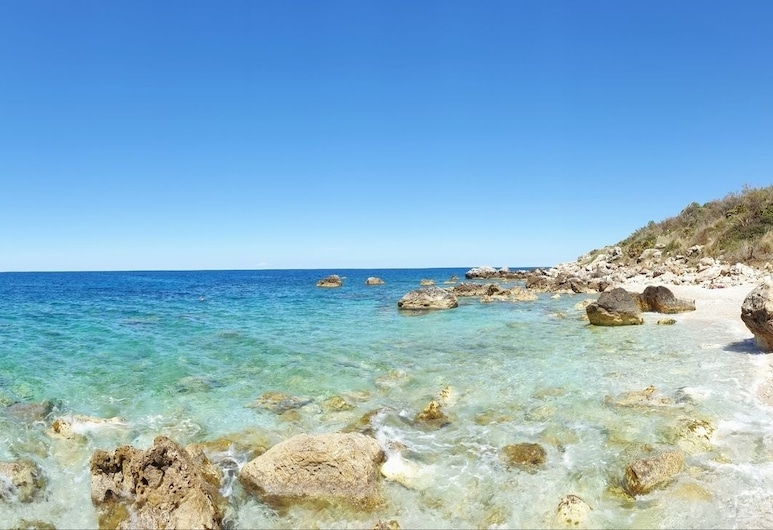 Villa Baialuce, Castellammare del Golfo, Praia