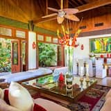 Villa, 6 Bedrooms - Living Room
